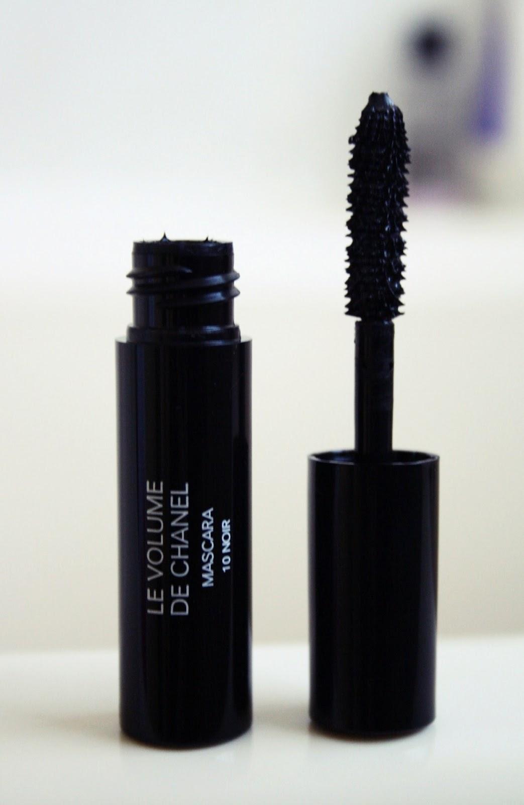 d2c94f471eb Beauty and Lifestyle Blog  Le Volume De Chanel Mascara 10 Noir