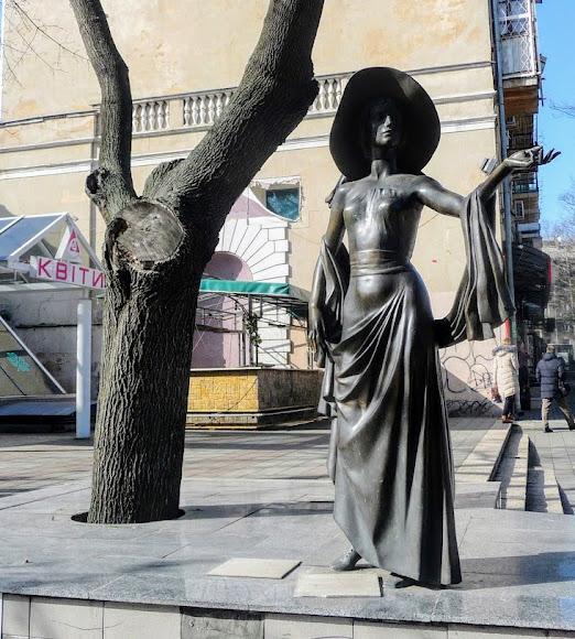 Одесса. Памятник Вере Холодной – актрисе немого кино
