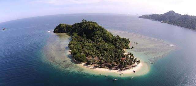Pulau Pombo, Maluku