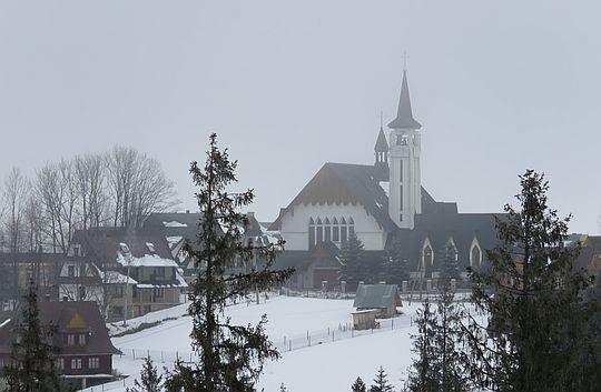 Kościół i dom zakonny księży marianów w Toporowej Cyrhli.