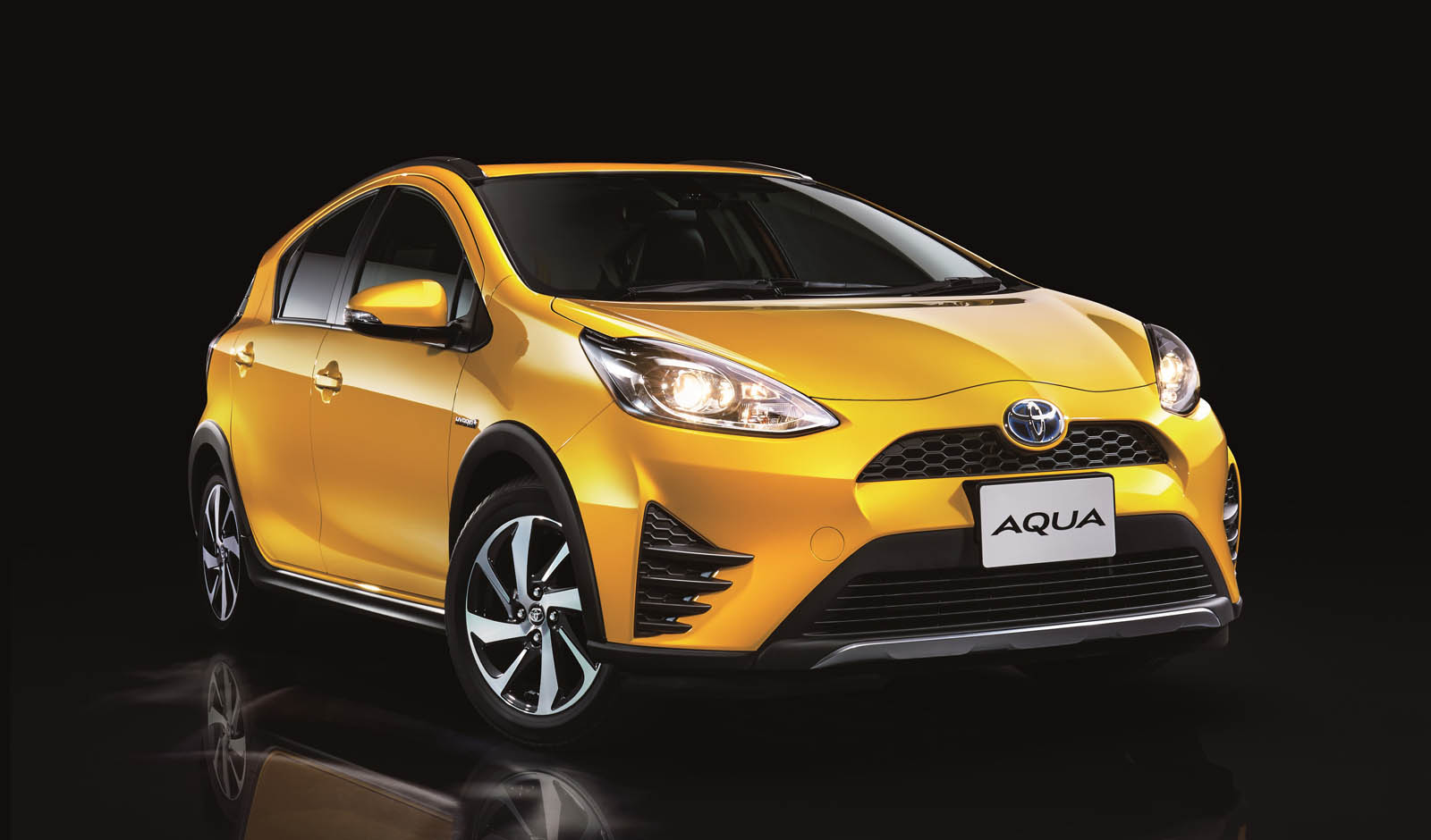 toyota prius c goes for a more rugged crossover look. Black Bedroom Furniture Sets. Home Design Ideas