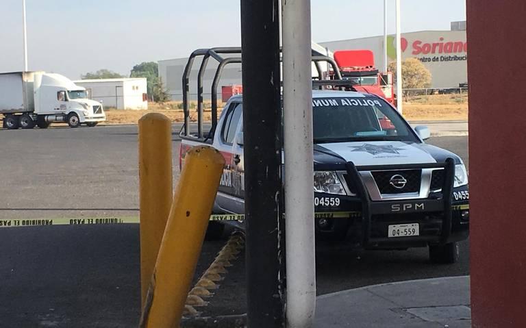 Sometidos y amordazados dejaron a personal de Soriana 15 sicarios para robar 10 camiones con mercancía en Querétaro.