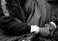 Mani di un povero simbolo di preghiera, di spiritualità, di solidarietà e di richiesta di giustizia secondo il Vangelo.