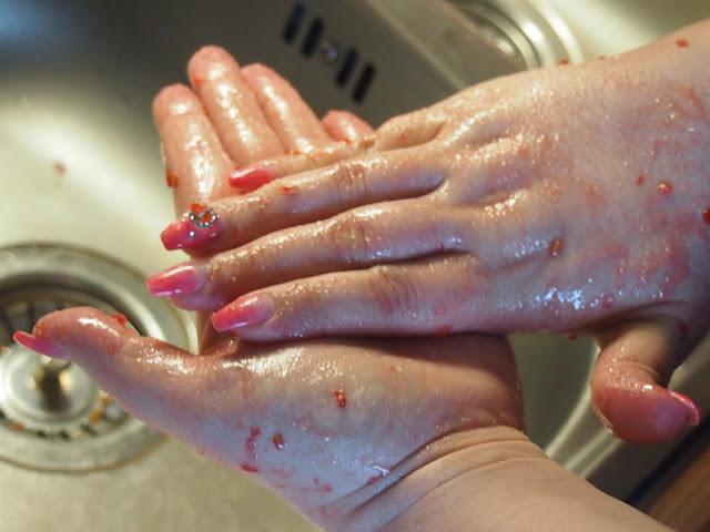 itsetehty käsikuorinta DIY hand scrub