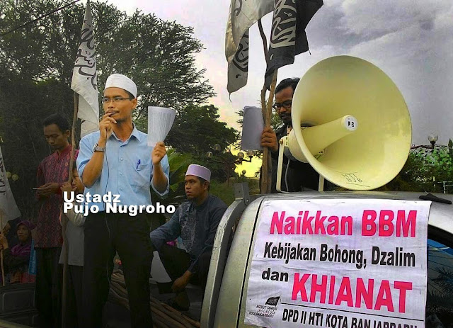 Aktivis Hizbut Tahrir Indonesia Kota Banjarbaru, Ustadz Pujo Nugroho mengungkapkan, keberanian perusahaan asing menanamkan modal di sektor Migas tidak lepas dari rekayasa melepas harga BBM pada mekanisme pasar.