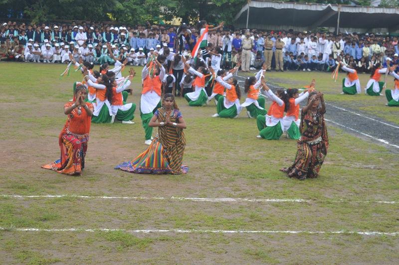 झाबुआ प्रभारी मत्री सुरेन्द्रसिह बघेल ने ध्वजारोहण कर ली परेड की सलामी-minister-surendra-singh-baghel-mp-parade-salute-jhabua-indepence-day-