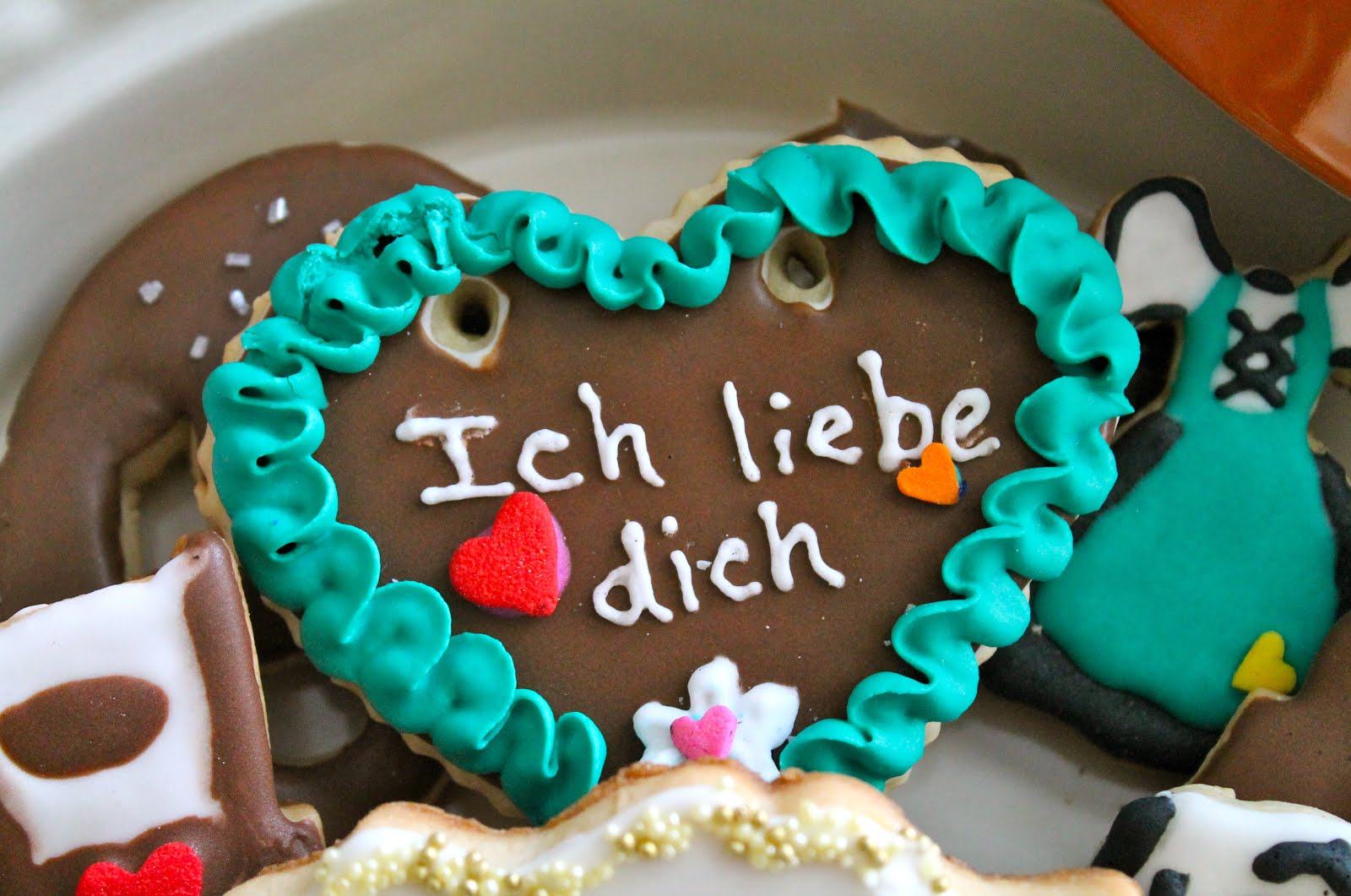 Oktoberfest heart necklace cookie