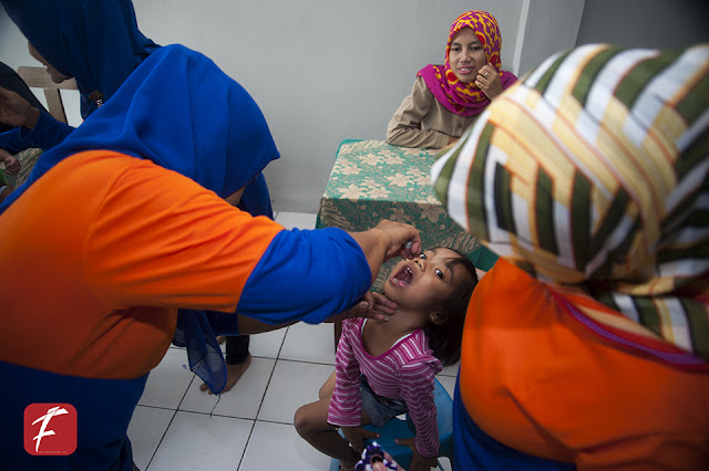 Foto  di Salah Satu Pos PIN ( Pekan Imunisasi Nasional ) 2016 Kota Sukabumi