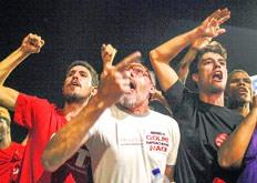 El PT se convirtió en uno de los partidos de referencia de Brasil desde sus orígenes en la década de los '80. Fue producto de una alianza de partidos de izquierda, organizaciones sindicales y sectores de la Iglesia próximos a la Teología de la Liberación. Surgió en oposición a la última dictadura militar en Brasil (1964-1985) y se engendró en el movimiento sindical que cobró fuerza en San Pablo a finales de los '70. Su consolidación llegó con el liderazgo del carismático dirigente sindical metalúrgico Luiz Inácio Lula da Silva, que fue elegido presidente en el 2002, tras derrotar a José Serra del Partido de la Social Democracia Brasileña (PSDB). Lula proclamó la llegada de una nueva era a Brasil y convocó a todos los brasileños a construir una sociedad más justa, fraterna y solidaria. En el 2006, se presentó a una segunda vuelta electoral y gobernó hasta el 2010. Actualmente, el ex presidente Lula pasó a ser el favorito con el 21 por ciento de intención de voto para las elecciones presidenciales del 2018, según una encuesta realizada por la empresa Datafolha.
