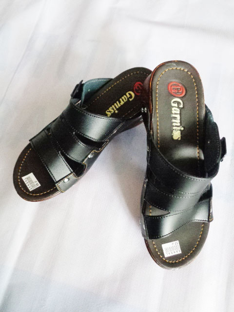 Sandal Wedges Garniss Baud SLOP WANITA hitam