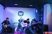 Dinero en Warner Music Café