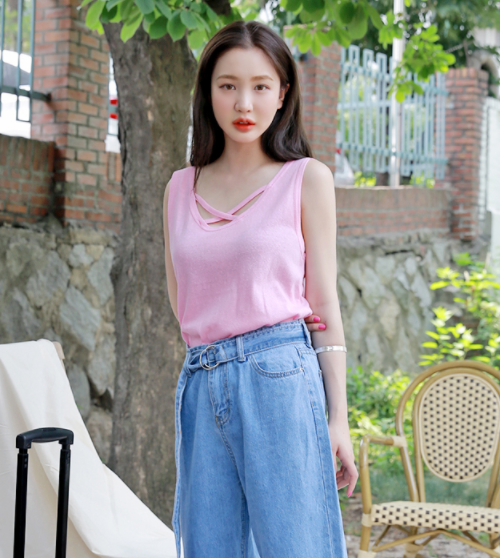 Simple X-Strap Sleeveless Top