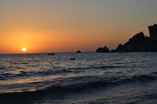 Pôr do sol na Praia de Golden Bay Beach