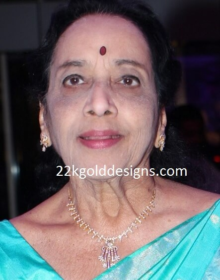 Jamuna in Simple Diamond Necklace