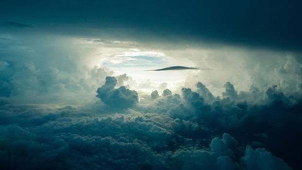 Pesan Singkat Untuk Langit Tak Bertuan