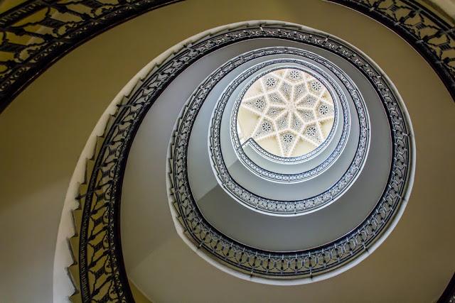 Escalera del Edificio Trujillo de Ceuta