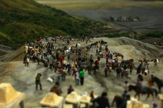 Edit Foto Bergaya Miniatur (Diorama Effect)