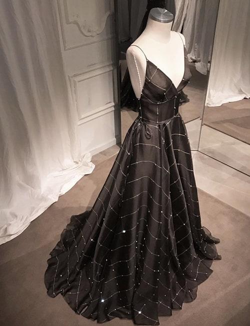 vestido longo preto estilo princesa
