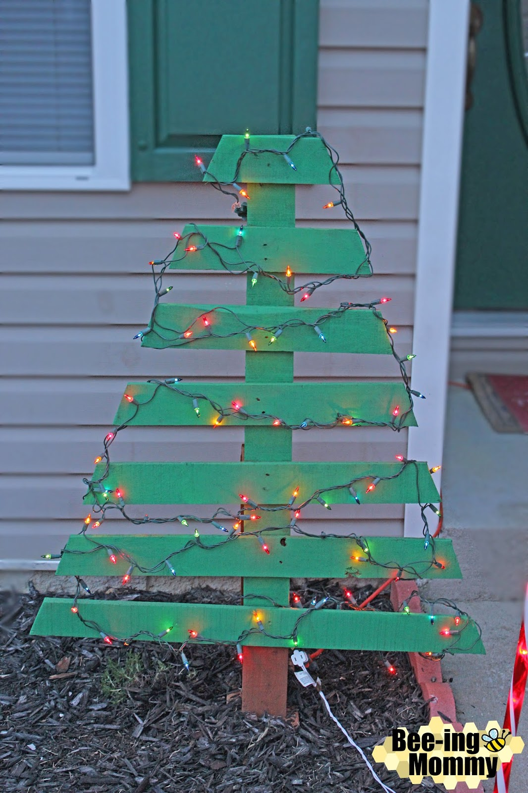Wood Pallet Christmas Tree.Diy Pallet Christmas Tree Holiday Decor