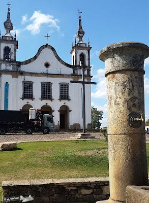 Praça da Igreja da Matriz, com a Igreja ao fundo, Catas Altas, Minas Gerais