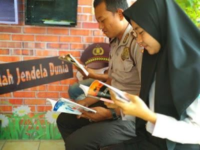 Kiat-Kiat Memanfaatkan Waktu Menunggu untuk Membaca Buku