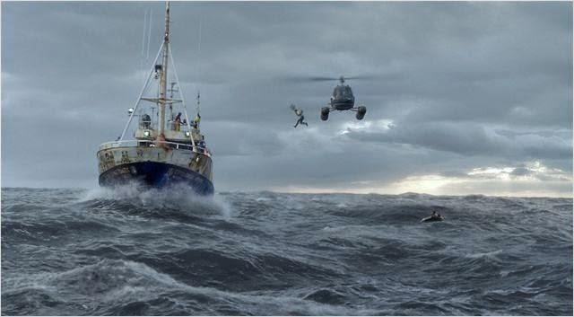 Une des cascades du film, ici le saut dans l'océan depuis un hélicoptère