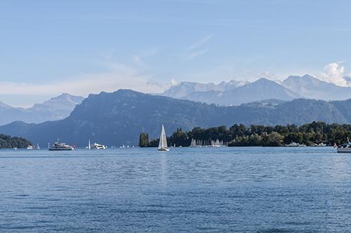 Blick auf den Vierwaldstädter See mit alpenpanorma