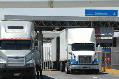 México y Estados Unidos cooperan en la aduana.