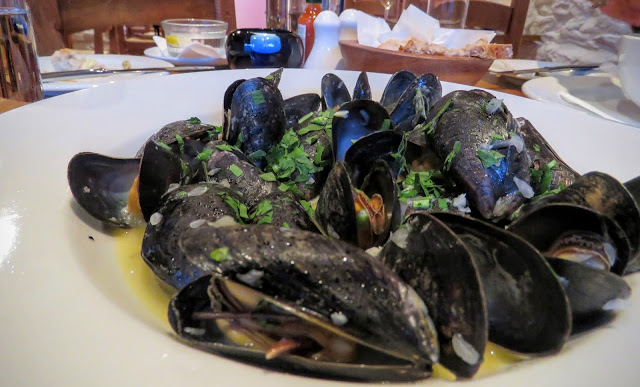 What to eat on the Dingle Peninsula - plate of mussels in Dingle Town