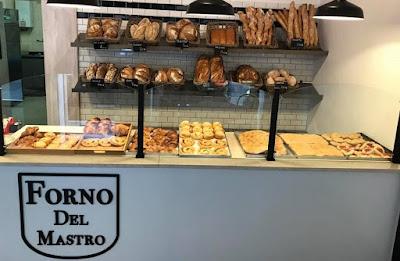 """Il """"Forno Del Mastro"""" aperto dal campogiovese Adriano Del Mastro a Monza, in Via Cavour, 3"""