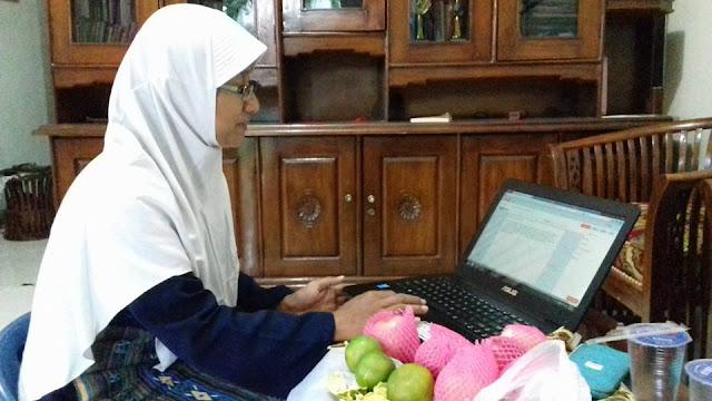 Ibu Pramudiyanti sedang Ngeblog :)