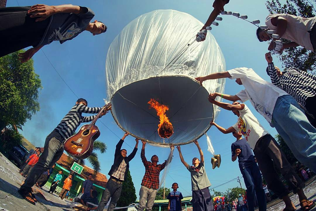 Gambar Balon Udara Plastik dan Kertas   wayang indonesia 2014