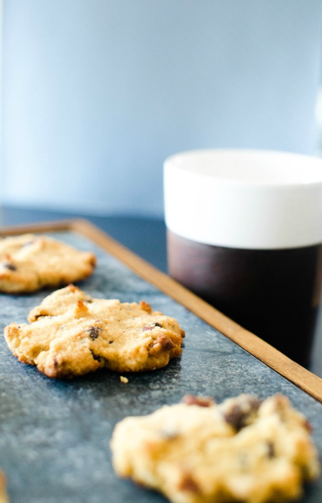 paleo-vanilla-almond-chocolate-chunk-cookie-recipe