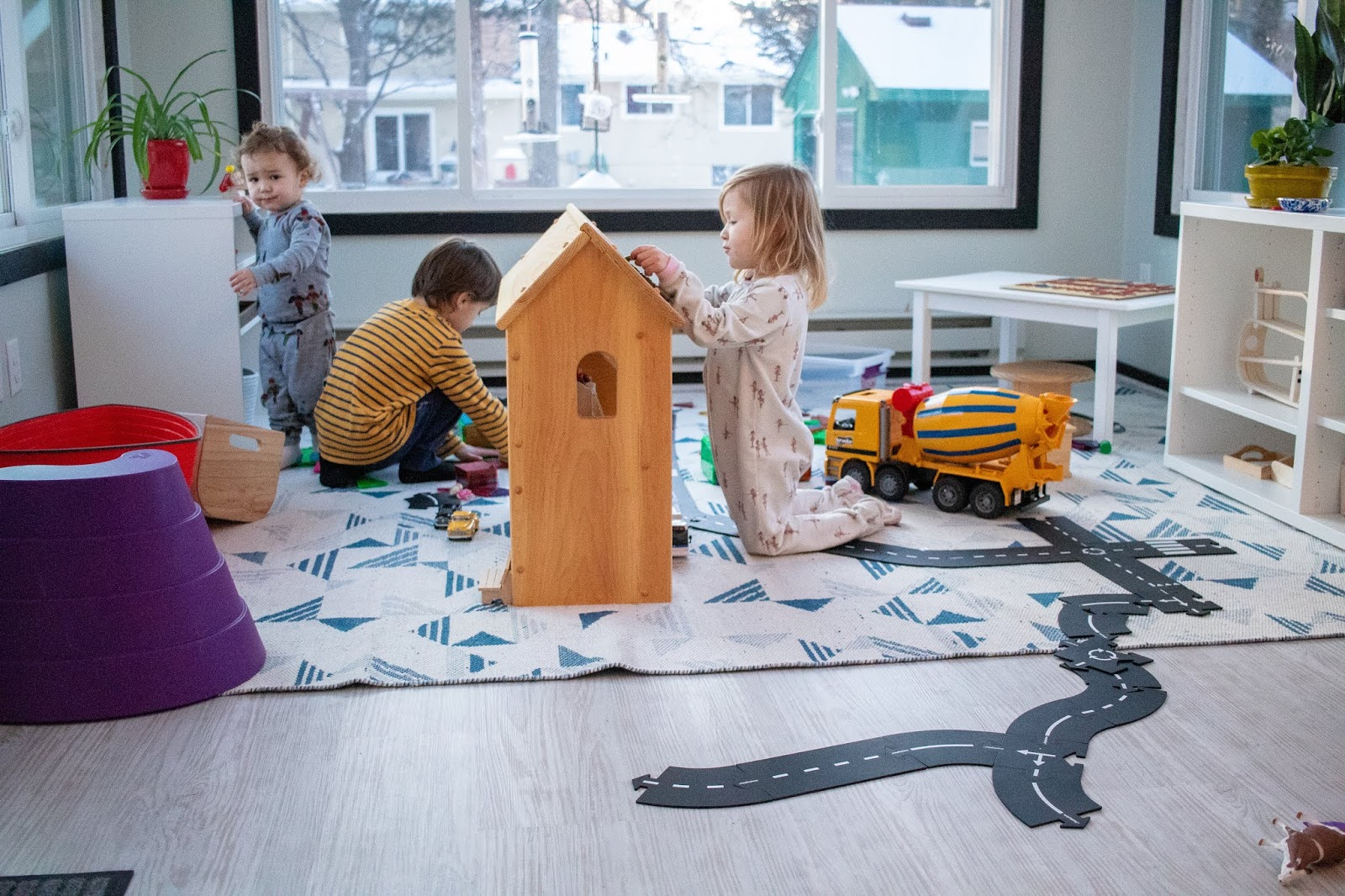 5 tips for making clean up of open ended toys a successful process - here are few things to keep in mind as your children learn to clean up from larger messes.