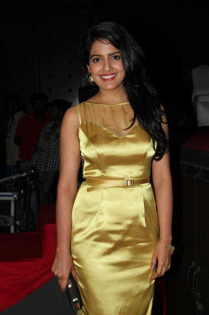 Vishakha Singh Big Teeth Stills