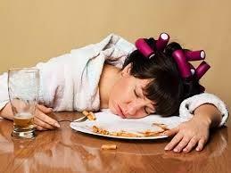 tidur setelah makan penyebab asam lambung naik
