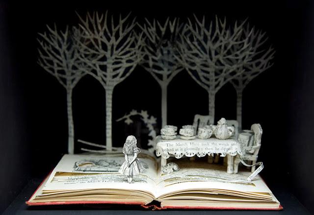 立体的で幻想的な本。本の世界が飛び出す!?10枚 不思議の国のアリス