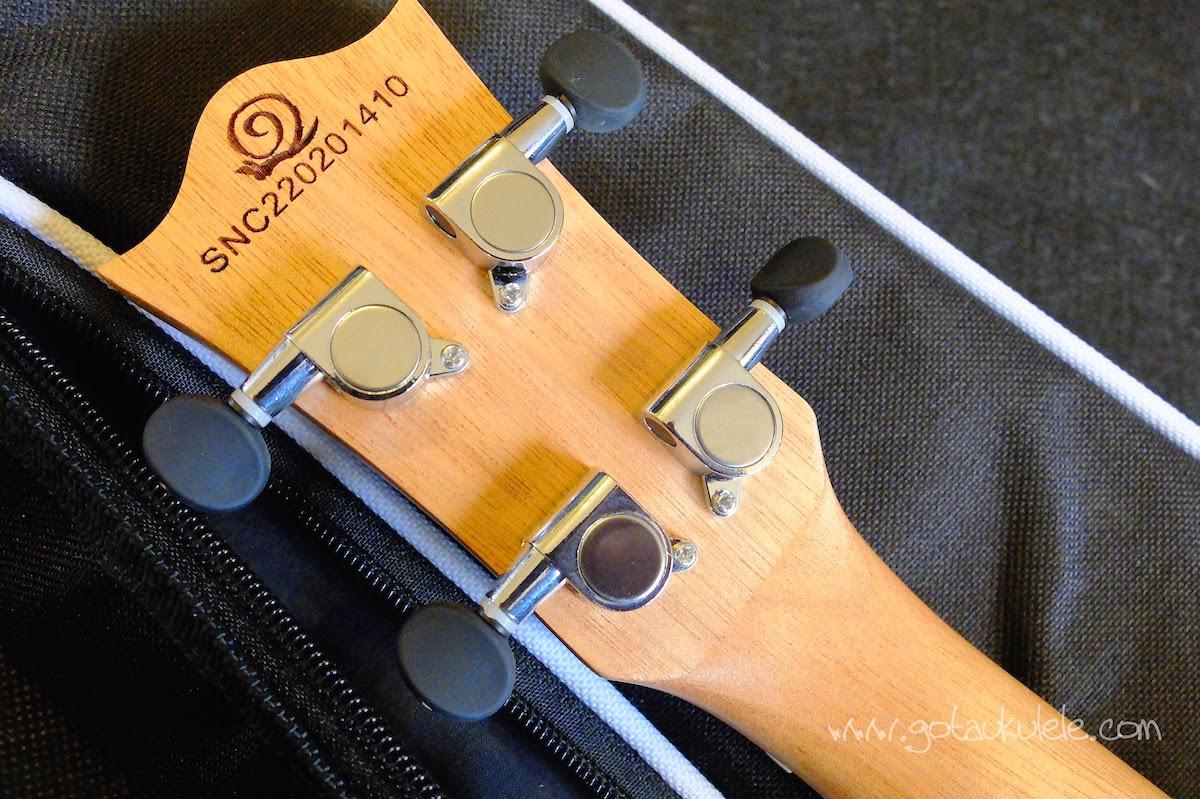 Snail UKS-220 Rosewood Soprano ukulele tuners