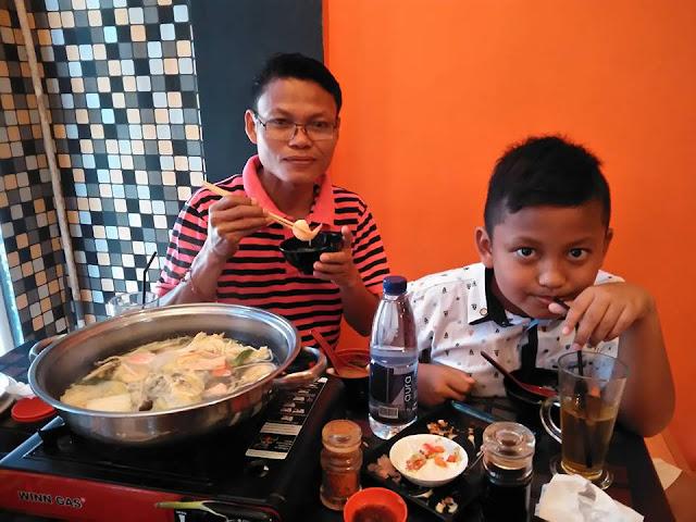 Makan di Orenji Sushi Cilegon