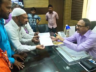 हाजी मोहम्मद अकमल जुगनु ने जिला अधिकारी को पाँच सूत्रीय मांगो को लेकर दिया ज्ञापन