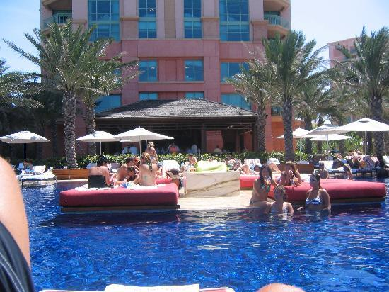 Bachelorette Parties - Idea #12: His and Hers Bachelorette Parties at Atlantis