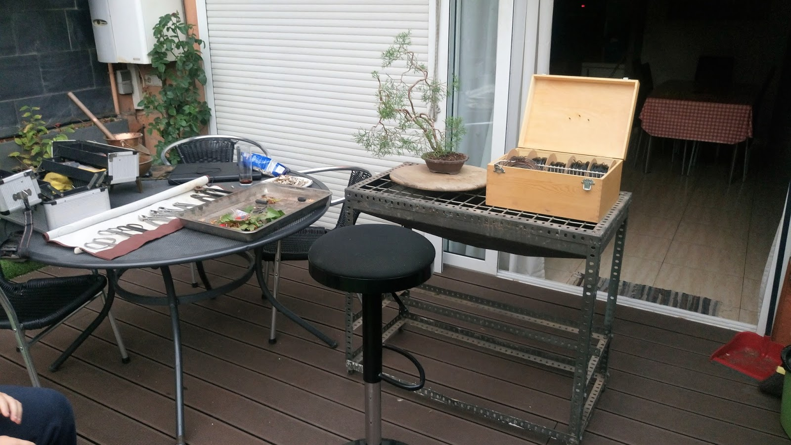 Expr sion bons i sabina el primero alambrado for Trabajos por debajo de la mesa