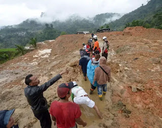 Indonesia landslide death toll reaches 32