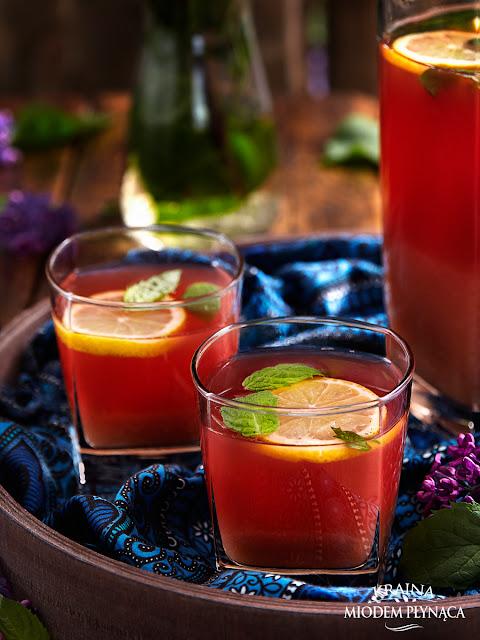 lemoniada z rabarbaru i wanilii, lemoniada rabarbarowa, napój z rabarbarem, napój rabarbarowy, napój orzeźwiający, kraina miodem płynąca