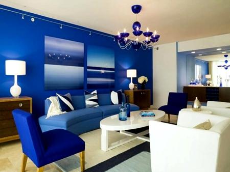 Dekorasi Interior Ruang Tamu Dengan Warna Biru Yang Memikat