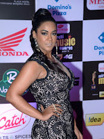 Mumaith Khan sizzling at Mirchi Music awards-cover-photo