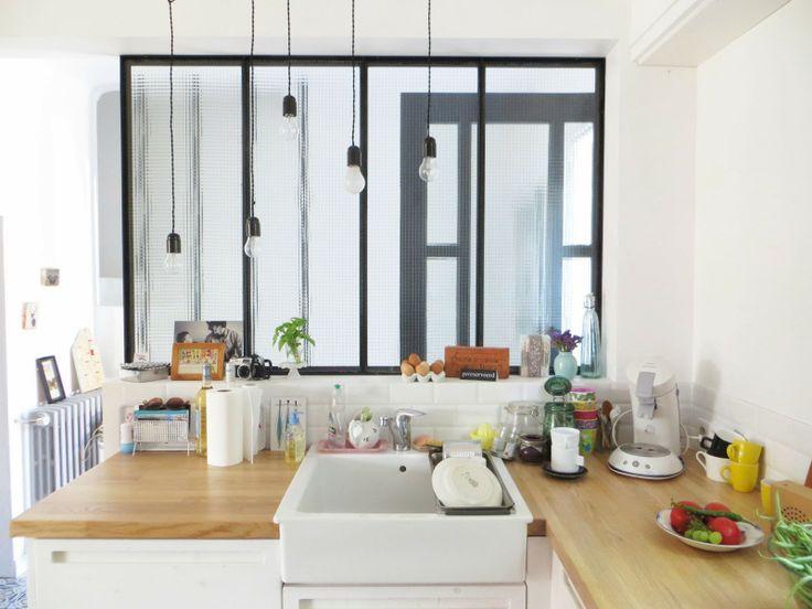 ... Focale Dellu0027appartamento: Una Grande Finestra Interna Sulla Parete  Diagonale Tra Cucina E Zona Notte, Perfetta Per Dividere Gli Ambienti Senza  Separarli ...