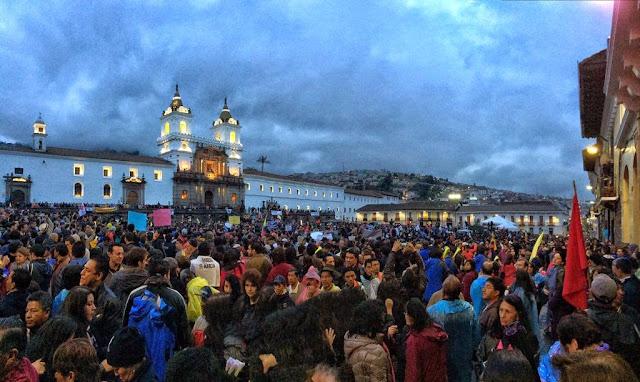 cuanta gente entra en la plaza de san francisco