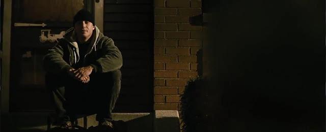 Tommy yang duduk di depan rumah ayahnya