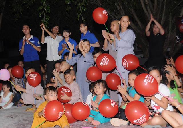 Trẻ em chùa Hải Sơn